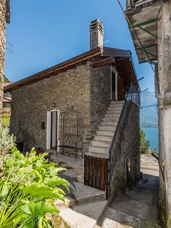 Casa Alice is located in a very quiet neighborhood of Gravedona