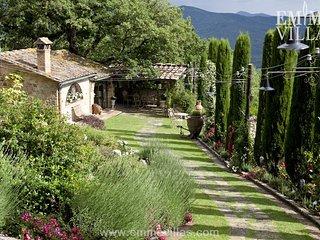 Borgo Paradiso 4+2, Ciciano