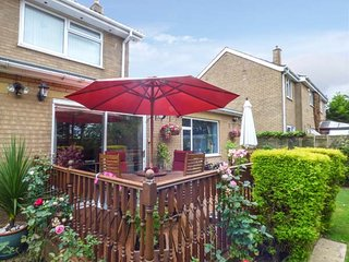 BRAYTON RETREAT, pet-friendly annexe adjoining owners' home, WiFi, Selby, Ref 928323