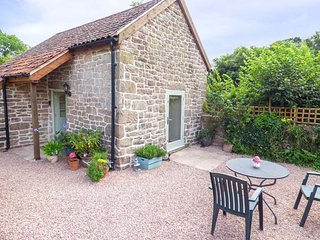 THE OLD CIDER MILL, woodburning stove, pet-friendly, romantic retreat, Monmouth, Ref 930475