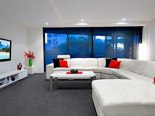 3 bed 3 bath in Circle on Cavill on level 2