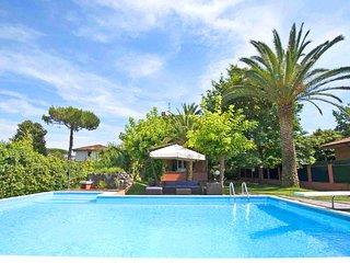 VILLA MARIA Forte dei Marmi with large Pool, Free WiFi, BBQ near to Beach Clubs