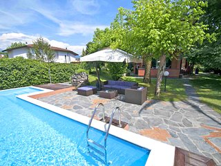 VILLA MARIA Forte dei Marmi with large Pool, Free WiFi, BBQ near to Beach Clubs
