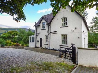THE MILL HOUSE spacious accommodation, pet-friendly, quiet location in Corwen