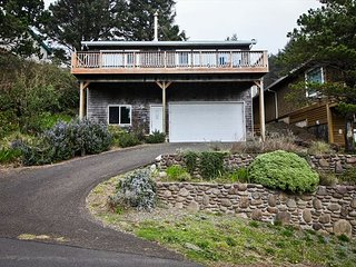 BELLA SOL ~  Great views of  Beaver Pond, the ocean and stunning sunsets!, Nehalem