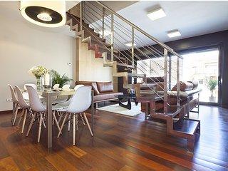 Wonderful triplex apartment with pool, Barcelona
