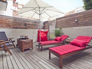 Exquisite duplex apartment including garden and pool