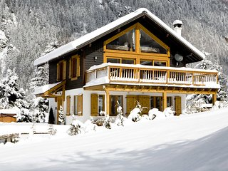 LUXURY CHALET IN CHAMONIX - 5 BED, 6 BATH, SAUNA, HOT TUB, VIEWS, WIFI, PARKING