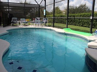 5/15 Minutes to Supermarkets/Disney: Pool/Jacuzzi/WIFI/Cable TV/BBQ/Games