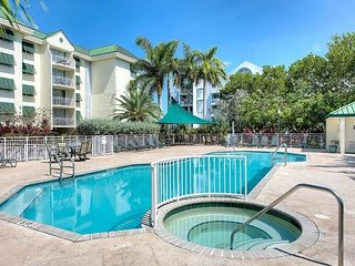 Cayo Bayo Suite Top Floor skyline views! Close to beach with pool access!, Key West