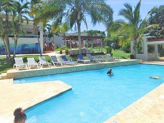 Villa Bonita #2, All the Utilities, Sleeps 14-16, pool, Jacuzzi, BBQ