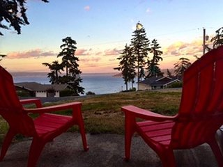 NEW LISTING, views of Baby Island and Holmes Harbor. 3 bed, 2 bath (250)