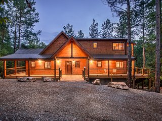 Crystal Ridge Spa Cabin - Sleeps 6, Pool Table, Broken Bow