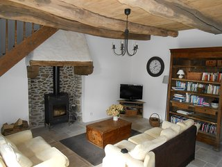 Character cottage close to  Dinan and the coast