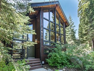 Forest Lodge in Alpine Meadows - Minutes from Stables, Trails, and Skiing