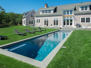 CHAVG - Oustanding Contemporary Designer Home, Heated Pool, Walk to Association Tennis Courts., Martha's Vineyard