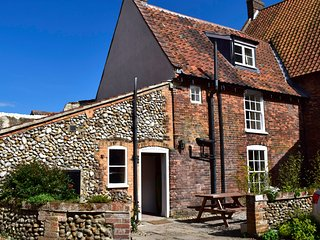 Hanworth Cottage - Grade II listed holiday cottage, Holt