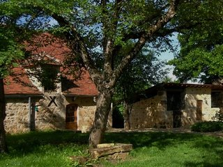 Cottage with pool and jacuzzi, 12 km from Sarlat