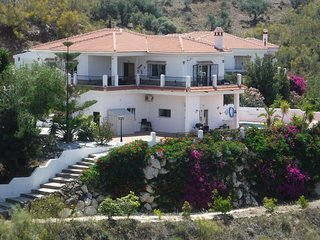 Stunning 3 bed villa with mountain views, Viñuela