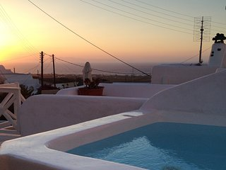 The sunset and jacuzzi from upstairs terrace
