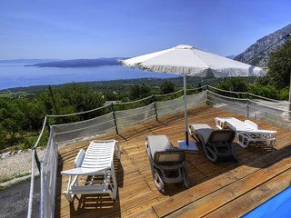 Holiday home with sea view in peaceful area, Baska Voda