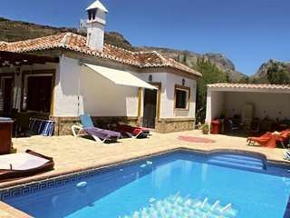 Mountain Villa with pool and hot tub in Alcaucin
