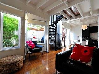 Adorable 2bdrm house in central, quiet location, Melbourne