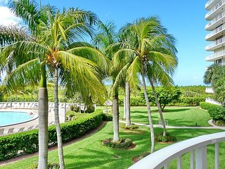Ideally situated beachfront condo w/ heated pool & two separate balconies, Isla Marco