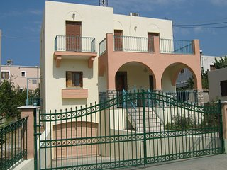 3 BEDROOMS  3 BATHROOM 140 S, M,  BEAUTIFUL  HOUSE