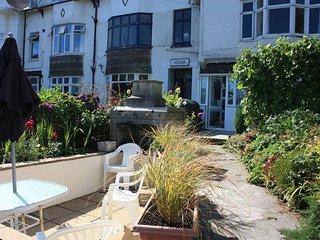 Tidal Waters Garden & Sun Pit with table and Chairs