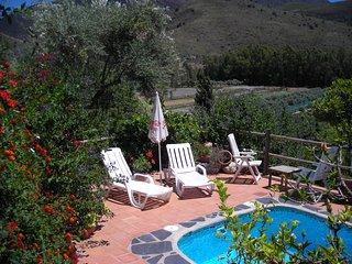 Casita muy acogedora y romantica,piscina privada y climatizable,oasis de paz!