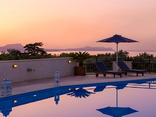 Private Holiday Villa With Amazing Views & Large Private Pool (Rithymna Mansion)
