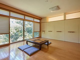Shinjuku traditional garden house w/movable Wifi & Parking
