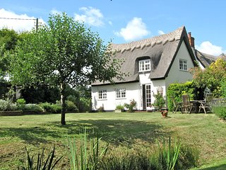 White Cottage Iken near Snape - thatched luxury