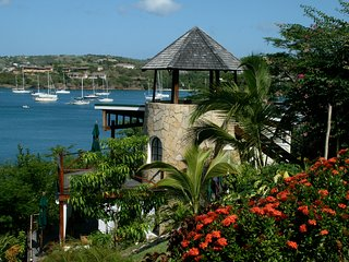 Sugar Mill Tower - 2 Bedroom - Romantic Seaside Escape - Conveniently Located, Lance aux Epines