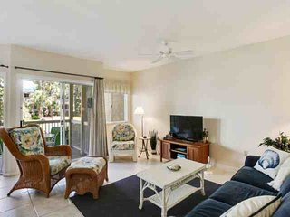 Bright first floor Barrington Park 1BR Villa.  1 minute walk to pool and beach