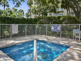 1 minute walk to pool and beach!  Comfortable, Bright, Airy First Floor Barringt