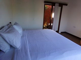 Uluwatu best home stay, larg room, ac, hot shower
