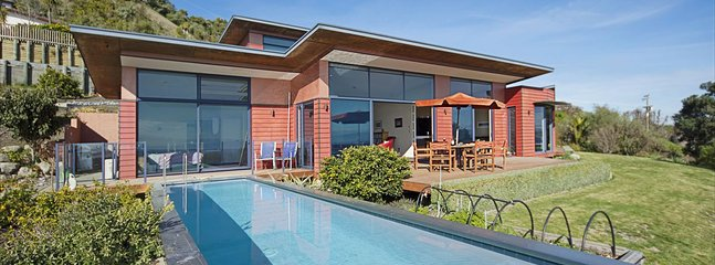 Pohutakawa House - Nelson Holiday Home with Swimming Pool!, Richmond