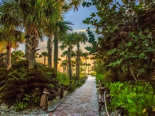 Best location - 3 mins walk to the beach without crossing the street!, Siesta Key