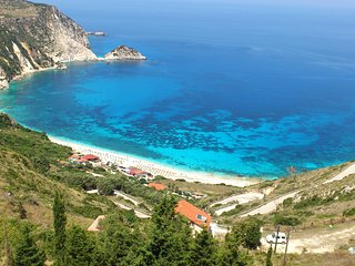 1-Maestros Apartment- A luxury apartment above Petani Beach