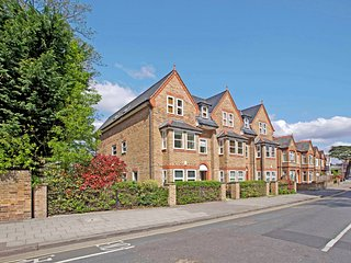 Luxury 2 Bed Apartment in central Windsor Berks