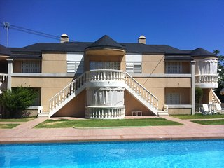 Casa con jardín y piscina a 200 metros de la playa