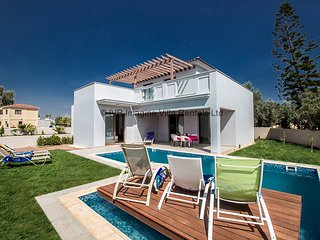 Sian 3 bedroom villa in Ayia Napa center with pool