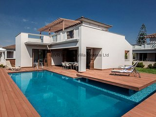 Skyla 3 bedroom villa, Ayia Napa center with pool