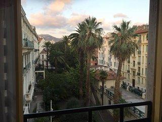 Belle studio in the center of Nice, view garden