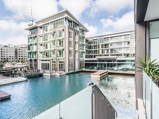 Amazing Private Auckland Apartment Overlooking Private Waterway Adjacent to the