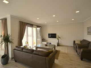 Adria LUX 2 - 110m2 With Large Swimming Pool, Tivat