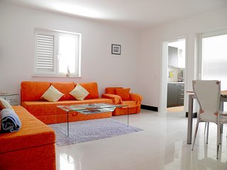 102 Apartment Noa with pool_Funtana_Torana