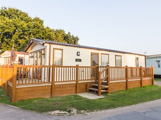 Ref 60114  - plot 114 Diamond 6 berth caravan with decking  in Suffolk to hire., Saxmundham